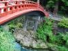 神橋と綺麗な川の流れ