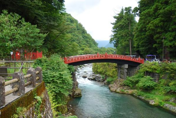 赤く綺麗な橋「神橋」